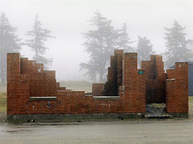 Henrik Saxgren: Ruin i tåge, Oksbøl, 2012
