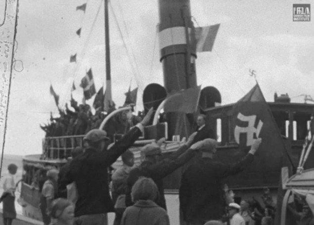 Danske nazister heiler i S.A.-Skolefilmen, 1938-1939). (Framegrab)