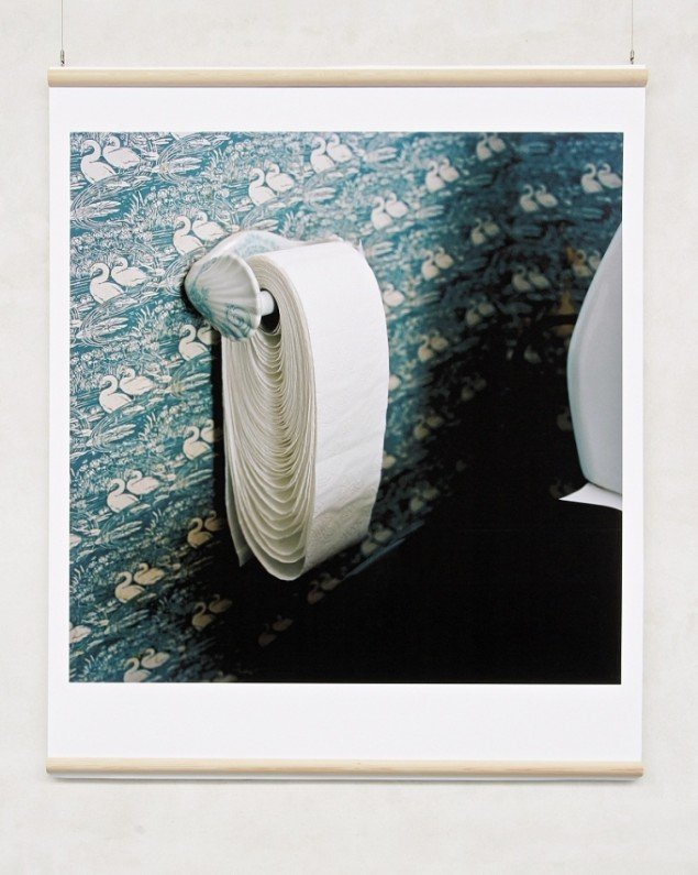 Jakob Hunosøe  Toilet-roll loosened   2010, Epson enchanced matte papir, 160x160 cm, foto: Jakob Hunosøe