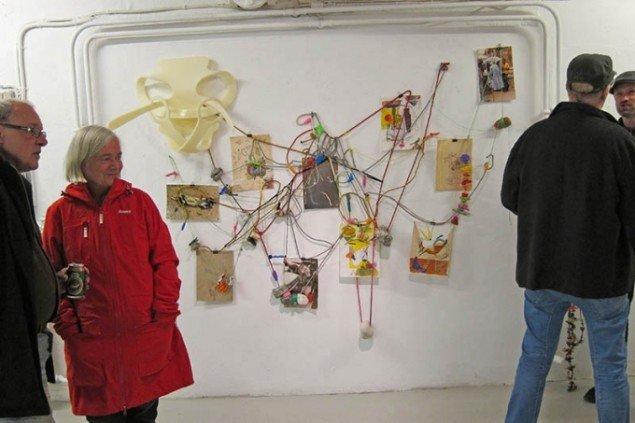 Udstillingsview fra ferniseringen, South North, Galleri North 2013. I baggrunden Michael Bredtveds Jalla Jalla. Foto: Michael Bredtved