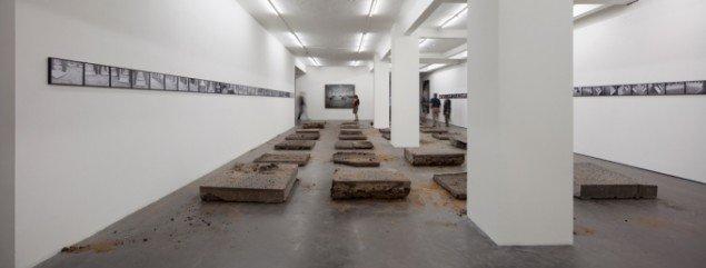 Santiago Sierra, Installationsview, Sammlung Falkenberg 2013. Foto: Henning Rogge/Deichtorhallen