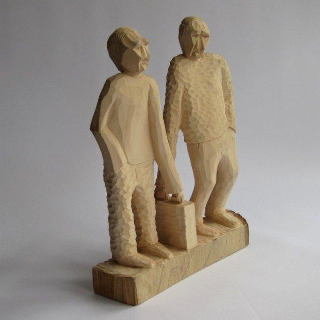 Søren Assenholt Aktionær og Lønmodtager Fra serien Arbejdsmarkedets Parter 2010. Skulptur i lindetræ. 30x40x8cm. Foto: Søren Assenholt