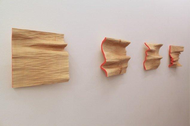 Søren Assenholt Graphs. fx. Theory 1961 - 2011 // Practice 300000 BC. 2012 Relief i lindetræ. 30x30x8 cm. Foto: Søren Assenholt