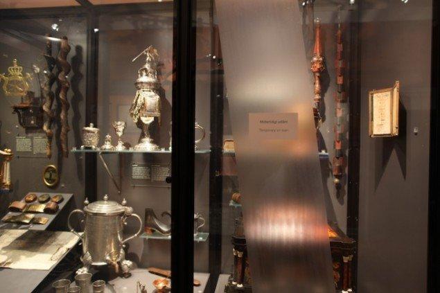Søren Assenholt Temporarily on Loan: 1 foot of the Exhibition about Craftsman Guilds at the National Museum of Denmark 2011. Installation. Dialogudstilling mellem Nationalmuseet og ENTER på Brandts. Foto: Søren Assenholt