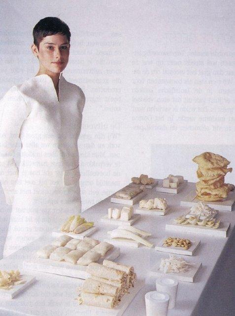 Marije Vogelzang: White funeral meal. Foto: Marije Vogelzang