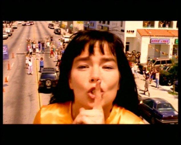 Spike Jonze: Björk - It's Oh So Quiet, 1995. Pressefoto. Universal Music / One Little Indian