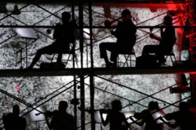 Opførelse af Decasia med liveorkester i New York, 2004. Pressefoto