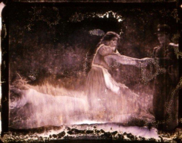 Stillbillede fra Light is Calling (2004).