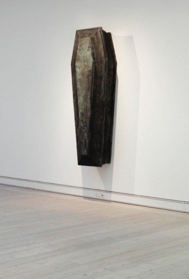 Christian Lemmerz Leib (Legeme) , bronze, 205x66x40 cm, 2009. Foto: Horsens Kunstmuseum