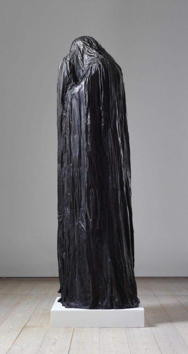 Christian Lemmerz  Todesfigur  bronze, højde 180 cm, 2011. Foto: Horsens Kunstmuseum