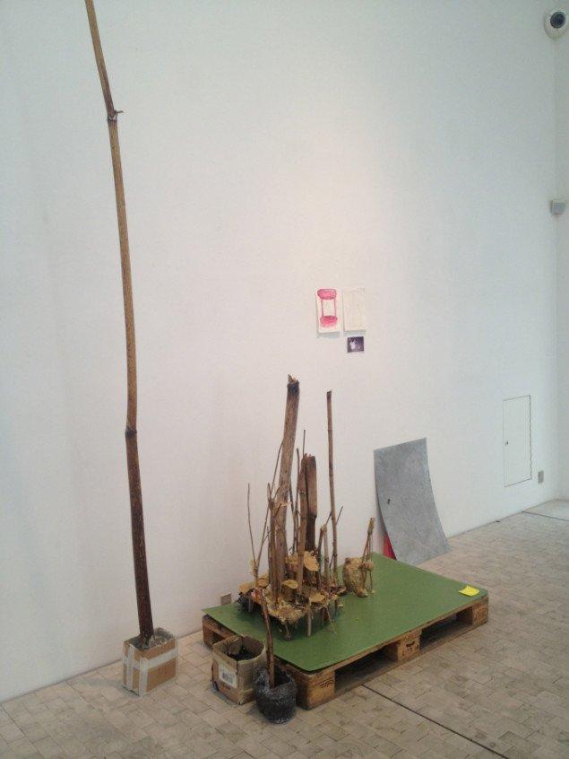 Emil Westman Hertz Western Lands, 2013. Voks, grene, cement, pap, bronze, træpalle, plastic. Variable mål. Foto: Emil Westman Hertz