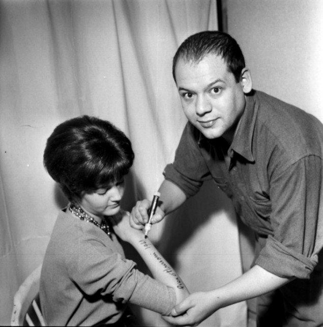 Manzoni anbragte også kvinder på sokler og signerede dem som kunstværker. Foto: Ole Bagger
