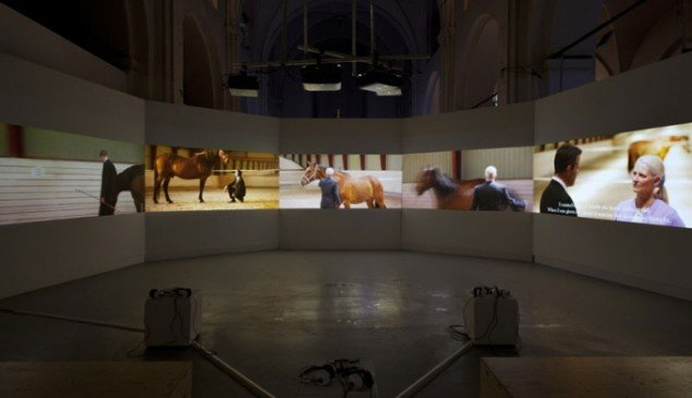 Installationsview, With Horses, 2013. (Foto: Lea Nielsen)