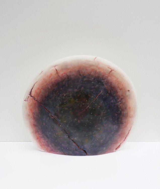 Silas Inoue: Seer, 2013. Akvarel og blyant på gips, 35 x 40 x 8 cm. På Wellness, Marie Kirkegaard Gallery 2013. Pressefoto