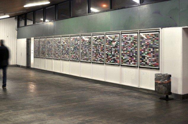 Kristoffer Ørum: Samfundsmetaforer, 2013 (plakater). Udstillingsview fra Dobbelt desillusion, Sydhavn Station 2013. Foto: Jens Axel Beck