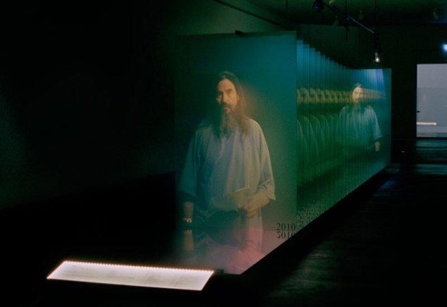 'At blive en kunstner som Jette Hye Jin Mortensen kræver en baggrund som adoptivbarn, en interesse for eksperimenterende teater og en afsky for lette forklaringer.' The Sliding Doorway, 2010. (Foto: Timme Hovind, Courtesy SPECTA)
