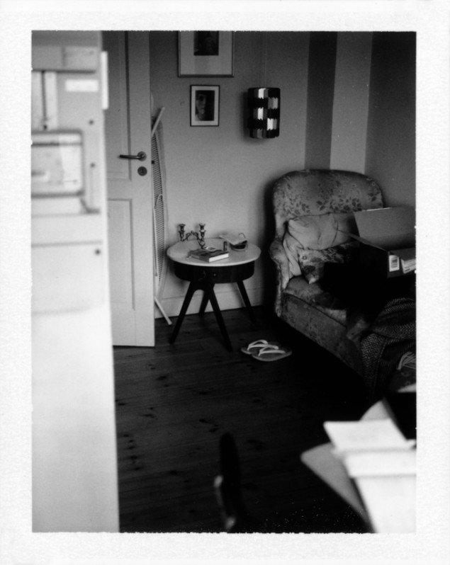 Laura Stamer: #026 ed. 1/1, 2013. Polaroid, 31 x 25 cm (indrammet). På Reflecting Home hos Leth & Gori 2013-14