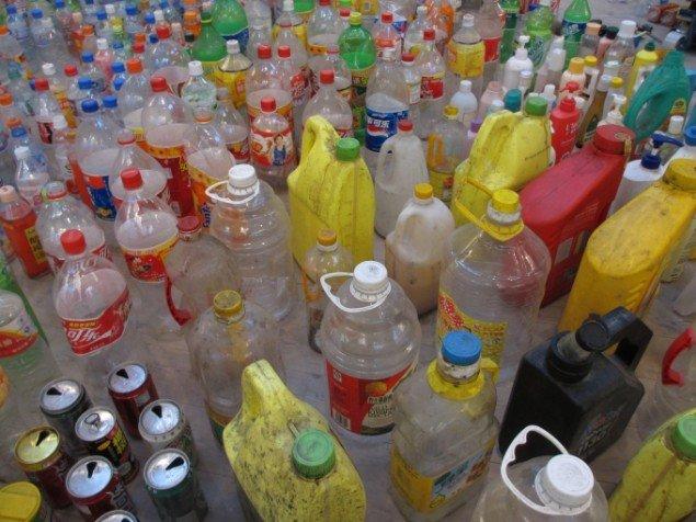 Flasker og dåser i massevis. Foto: Kirstine Bruun