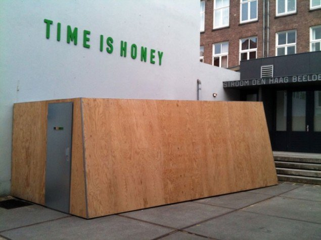 Oliviér Darné: Honey Bank, 2013. (Foto: Stroom Dem Haag)