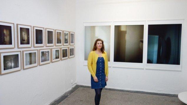 Laura Stamer i udstillingen Reflecting Home hos Leth & Gori 2013-14. Pressefoto