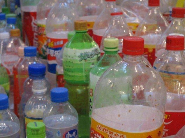Et lille udvalg af de mange plastikflasker. Foto: Kirstine Bruun