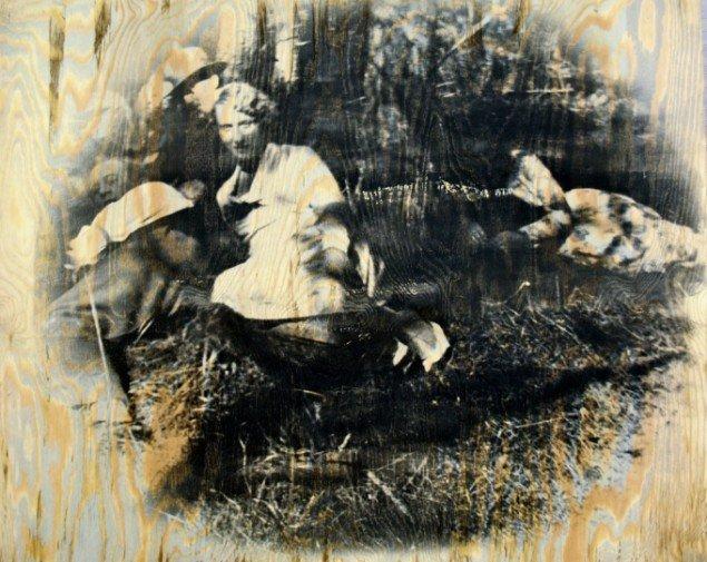 Jytte Rex Frokost i det grønne 2008. Fotoemulsion og akryl på træ, 80x100 cm. Foto: Pressefoto