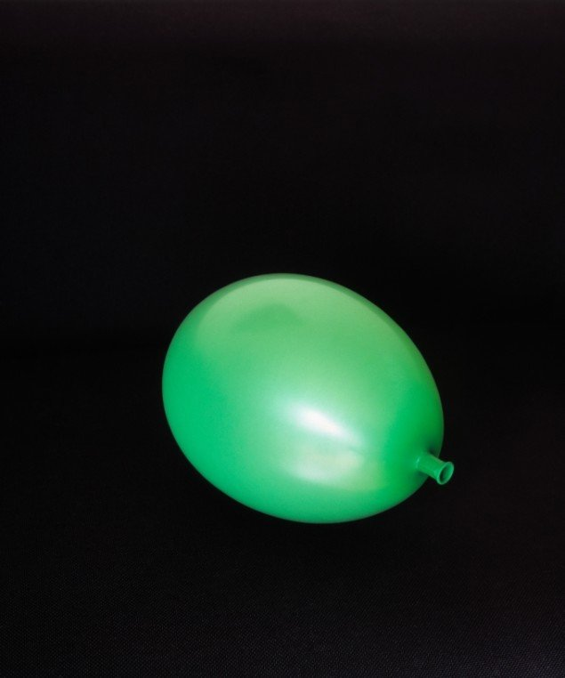 Jakob Hunosøe: Balloner, 2013. Archival Fiber Print, 120 x 100 cm, indrammet. På en klar dag, Peter Lav Gallery 2013-2014. Pressefoto
