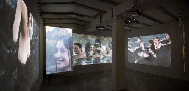 Katja Bjørn The Source 2014. Videoinstallation, varighed 25 min., 4 vægprojektioner. Foto: Ole Bjørn Petersen