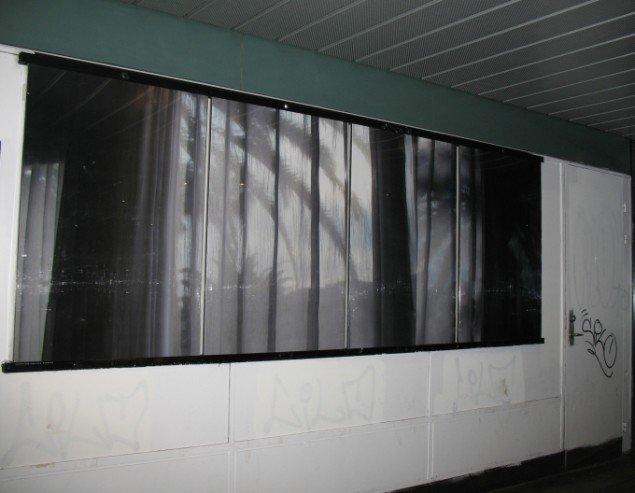Camilla Rasborg: Kamuflage. Plakatfrise, prints af fotografi. 2014. På Kamuflage, Udstillingsstedet Sydhavn Station 2014. Pressefoto