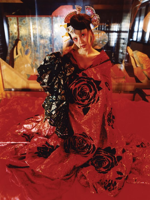 Mika Ninagawa: mika, 2004. C-print monteret på plexiglas, 137.3 x 103 cm. ©mika ninagawa, courtesy of Galerie Priska Pasquer