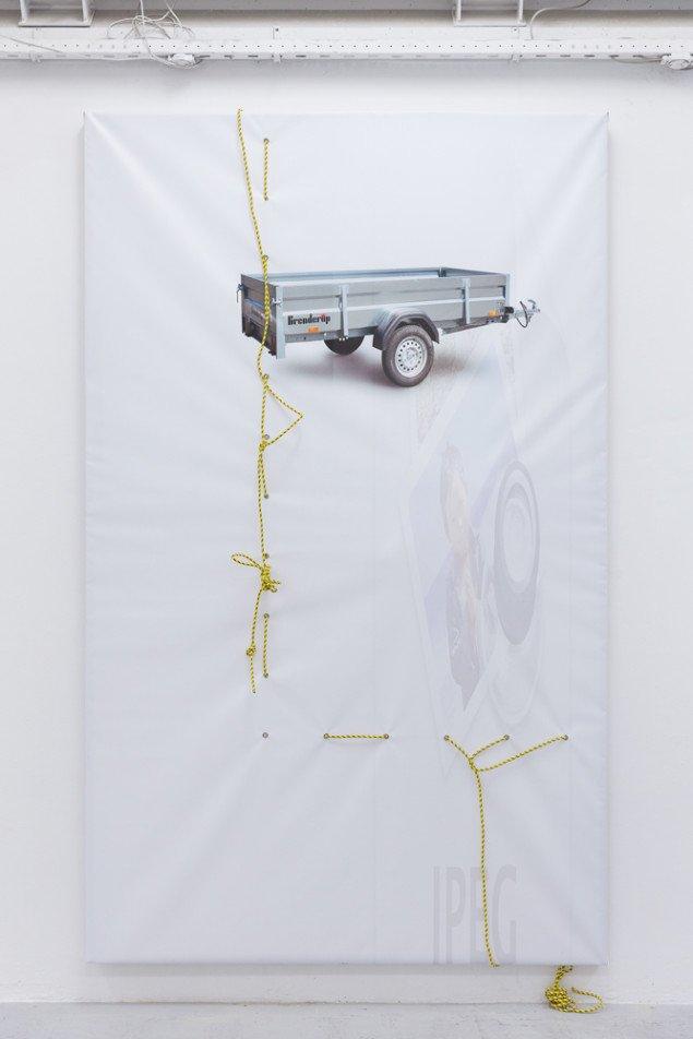 Rasmus Høj Mygind Untitled (Brenderup, jpeg, eyes) 2013. Print på PVC_banner, reb, 360x220 cm. Foto: Henningsen Gallery