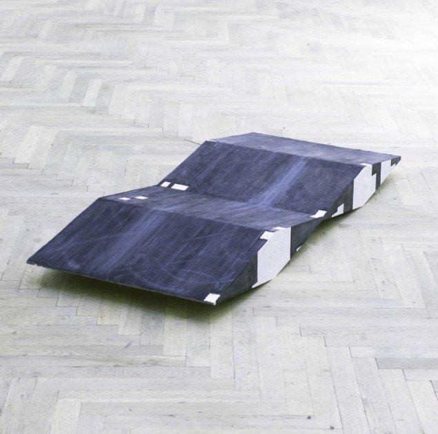 Rasmus Høj Mygind: untitled (scale model, 1:25) 2010. Olie på jesmonite, stål, 160 x 70 x 25cm. Foto: Henningsen Gallery