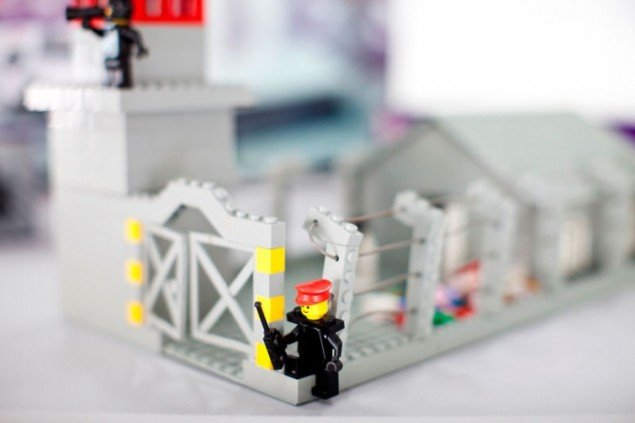Zbigniew Libera: Lego Concentration Camp Set, 1996. (Foto: Bartosz Stawiarski)