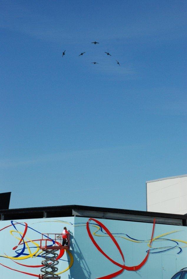 Fra projektet  Allemandsretten i luften - over hele Jorden 2009. Flyveperformance med flyvevåbnets opvisningsteam. Foto: Simone Aaberg Kærn