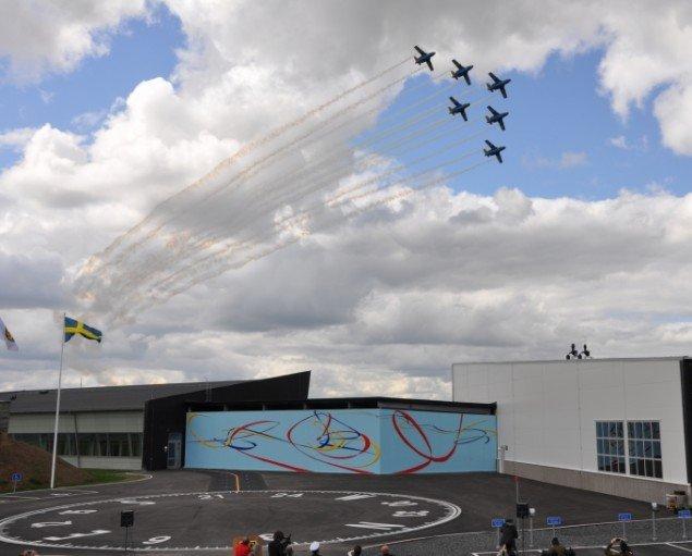 Fra projektet  Allemandsretten i luften - over hele Jorden 2009. Flyveperformance med flyvevåbnets opvisningsteam til indvielsen. Foto: Simone Aaberg Kærn
