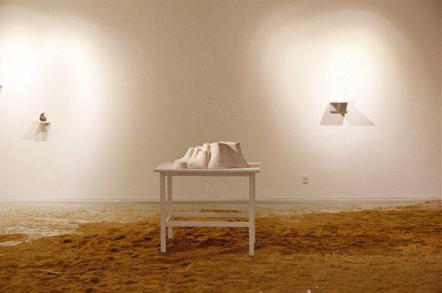 Bianca Maria Barmen: Groda, 2012 og Ô, 2007. Bemalet gips. På Skulptur og pagode, Vestjyllands Kunstpavillon 2014. Foto: Heine Skjerning