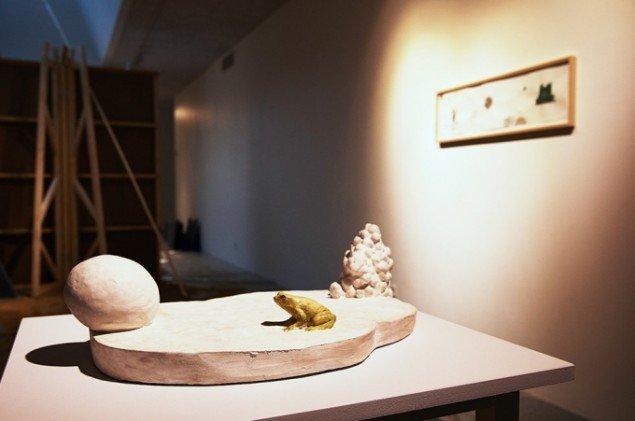Bianca Maria Barmen: Bebådelsen vid marken, 2012. Bemalet gips. På Skulptur og pagode, Vestjyllands Kunstpavillon 2014. Foto: Heine Skjerning