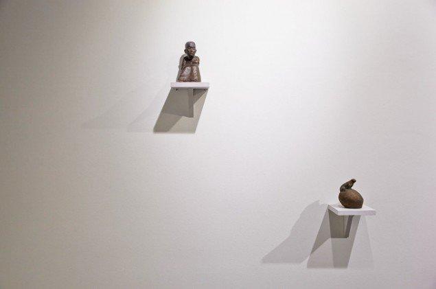 Bianca Maria Barmen: Aljona, 2012 og Groda, 2012. Bronze. På Skulptur og pagode, Vestjyllands Kunstpavillon 2014. Foto: Heine Skjerning