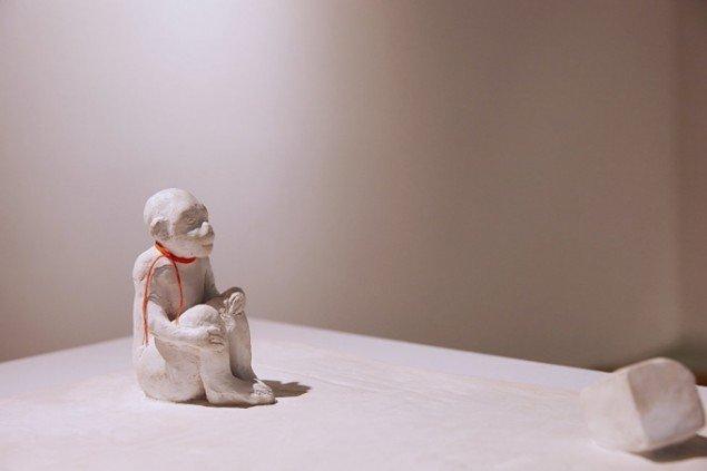Bianca Maria Barmen: Strandad, 2010. Bemalet gips. På Skulptur og pagode, Vestjyllands Kunstpavillon 2014. Foto: Heine Skjerning