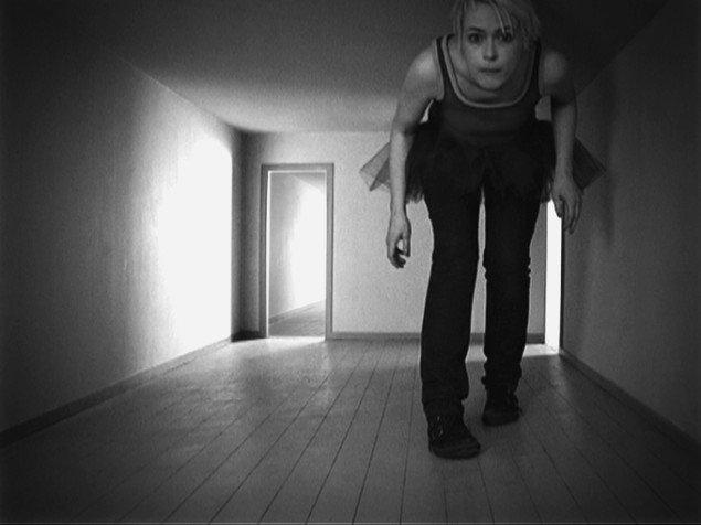 Rikke Benborg: Still fra It's a poor sort of memory that only works backwards  2008