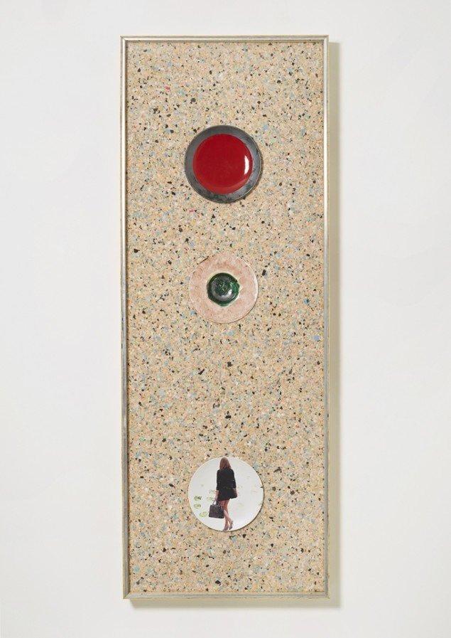 Tom Humphreys: Untitled, 2014. Glaseret keramik m. keramisk overførsel, skum, plexiglas, træ, aluminium, 205 x 75.5 x 12 cm. Christan Andersen / Independent, 2014. Foto: mallemadsen.com