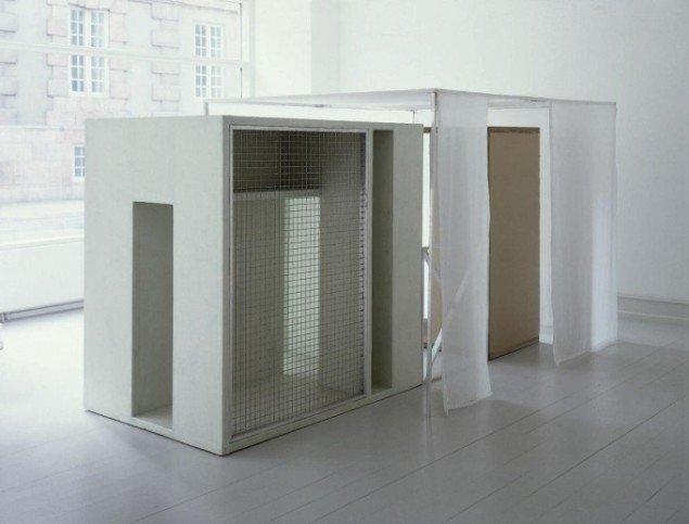 Søren Jensen: Shelter and cover 1998. Installation hos Galerie Mikael Andersen. Foto: Søren Jensen