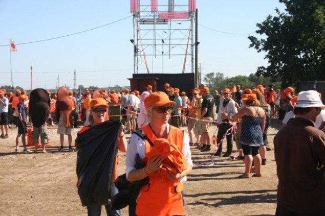 Spredning af det orange budskab. Foto: Kristian Handberg.