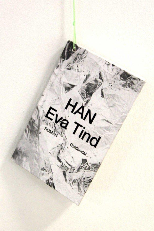 Eva Tind: HAN, Gyldendal 2014. Roman. På Panorama, Traneudstillingen 2014. Foto: Aukje Lepoutre Ravn