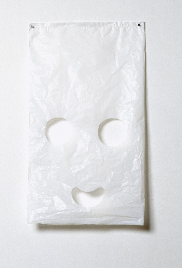 Spooky Bag. Fra serien TOUCH. Various small objects. 1997. Plastikpose. Foto: Bent Ryberg