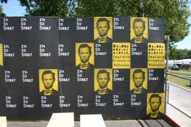 Kommentar til den danske krigsførelse på V1s plakatvæg. Foto: Kristian Handberg.