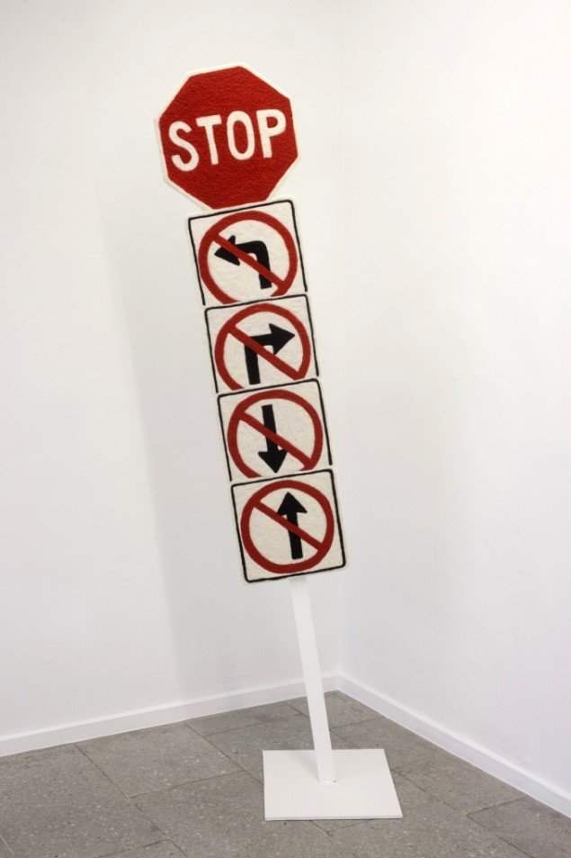 Andreas Schulenburg: Stop, 2014. Filt, polystyren, mdf, 215 x 66 x 48 cm. På Way out of a one-way Mind, SPECTA 2014. Foto: Erling Lykke Jeppesen