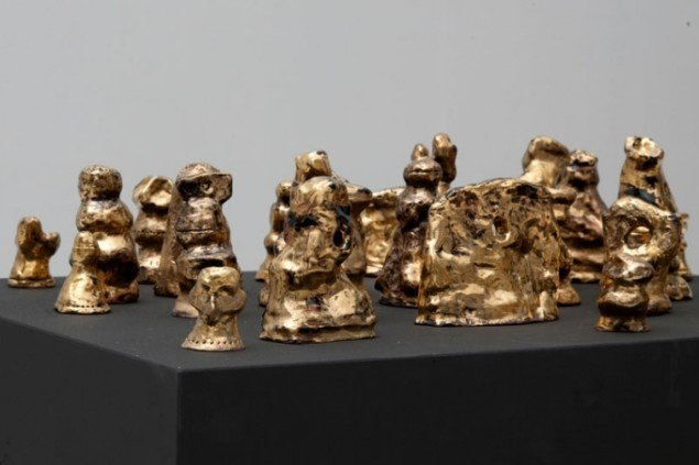 Installationsview, Ny Ung Kunst med Vicky Sparre Ulrichs keramiske værker. Galleri Martin Asbæk. (Pressefoto)