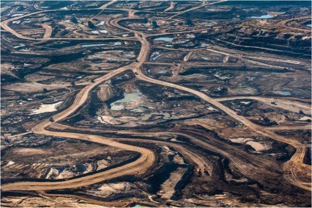 Udvinding af Tjæresand i Canada. (Foto: Garth Lenz)