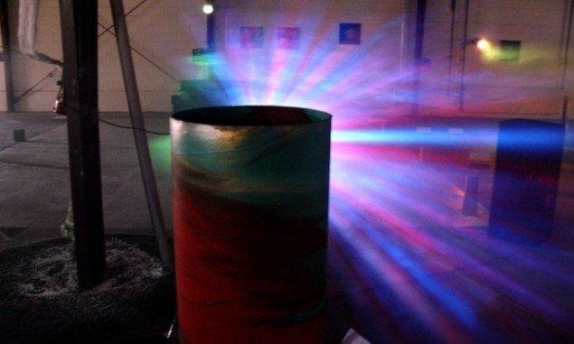 Lars Mikkes: Lysprojektion og objekt, 150x51 cm, blandet materiale, 2010. Foto: Lars Mikkes